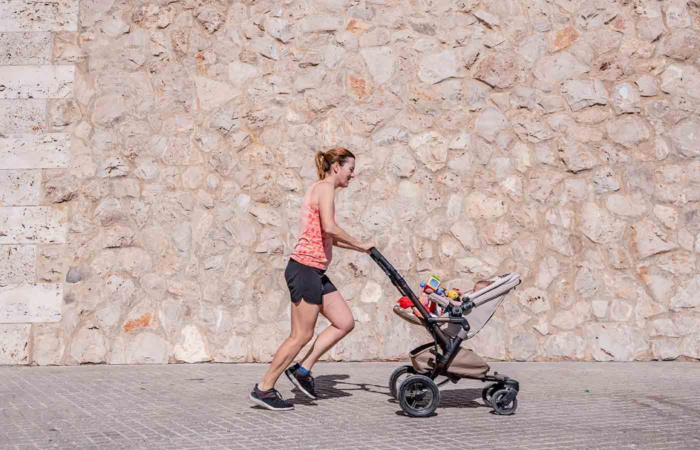 Ejercicio con un bebé para ponerse en forma
