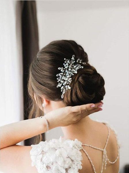 Adornos para el pelo es un complemento para novias