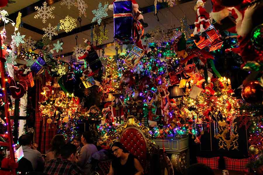 Espectacular decoración navideña en Atenas