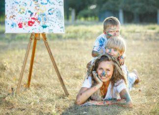 Niños jugando y divirtiendose