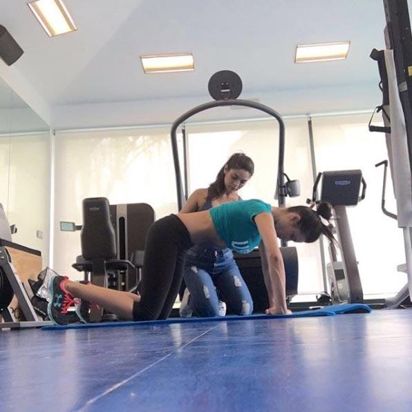 Pilar Rubio haciendo hipopresivos