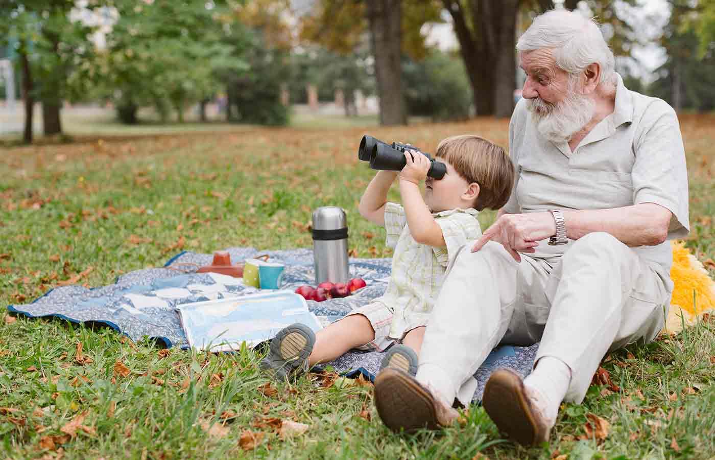 La increíble unión entre abuelos y nietos