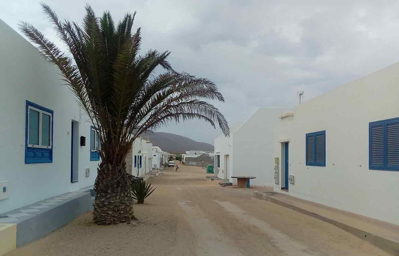 Isla La Graciosa con sus calles de arena