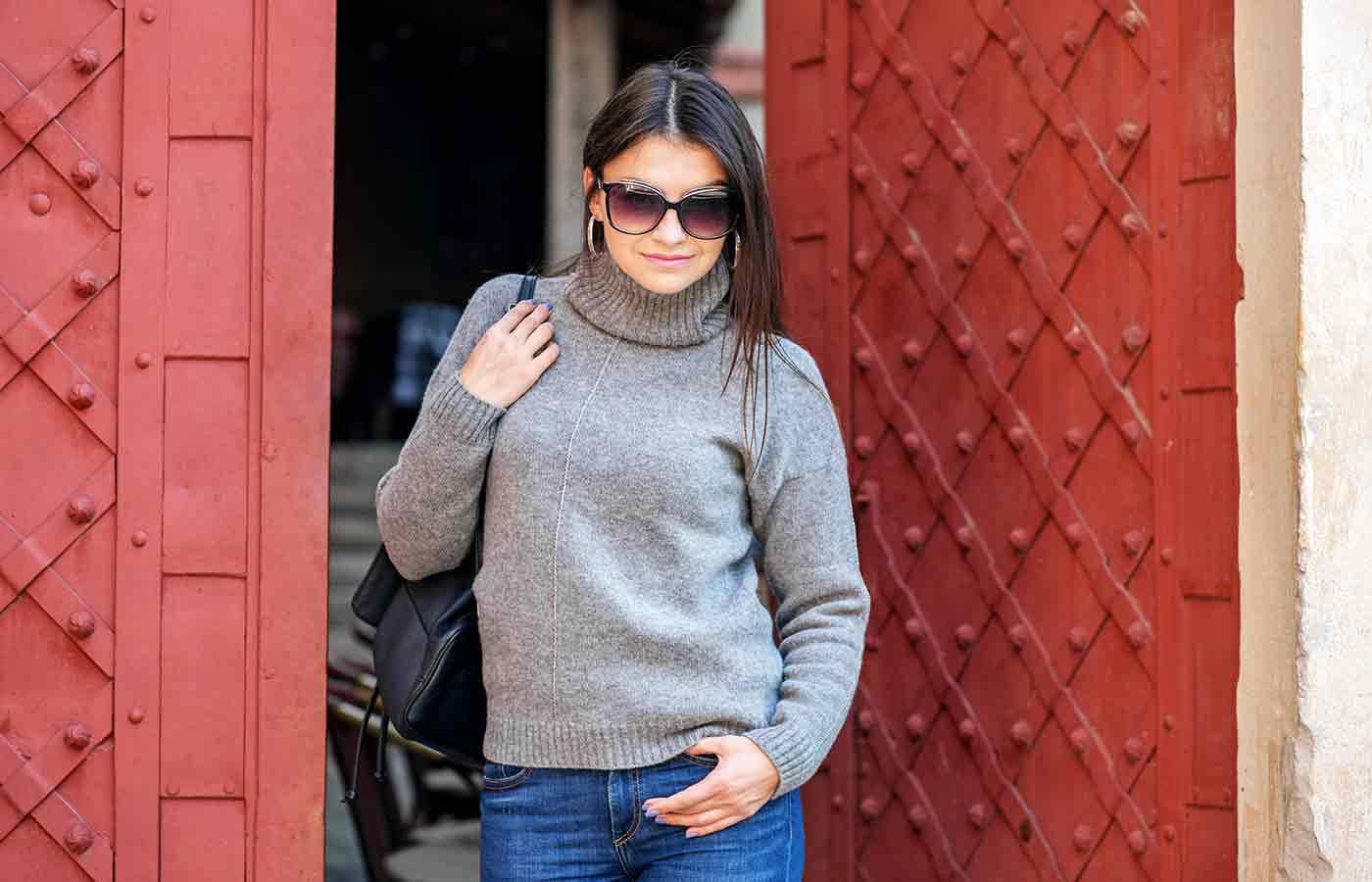 El suéter, prenda básica en un look minimalista para vestir