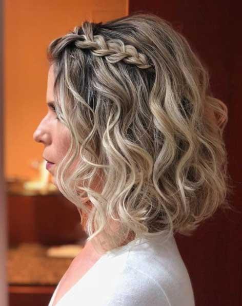 Peinado para mujeres de pelo corto con trenza en cascada