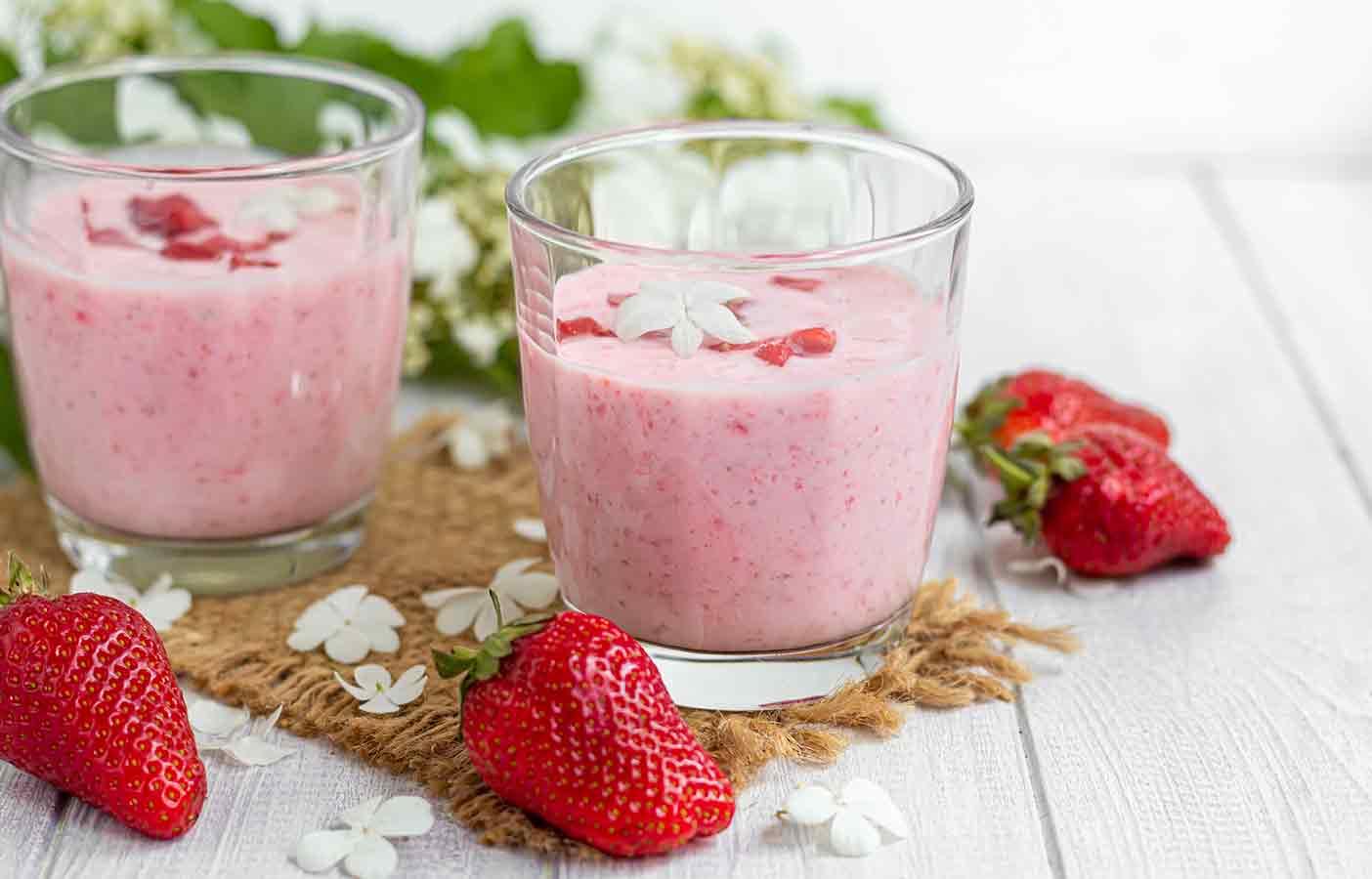 Batido para adelgar compuesto por fresa y yogurt