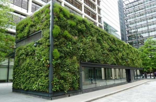 Ejemplo de un jardín vertical sobre una estructura
