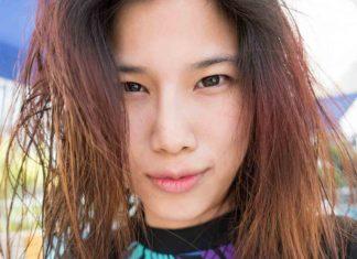 Spray de sal en el pelo para crear efecto ondas surferas
