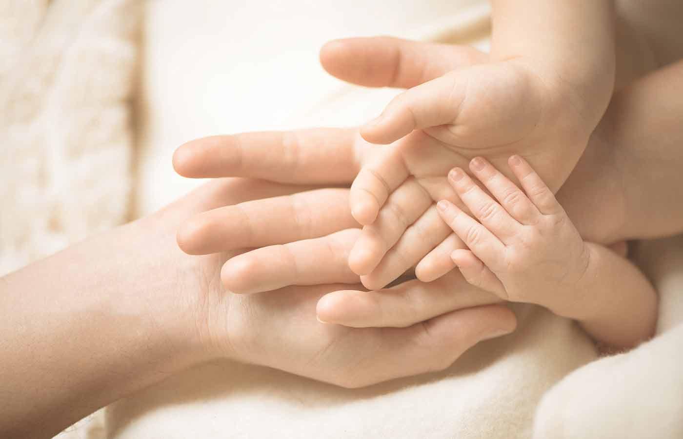 Señas y gestos con las manos para comunicarte con tu bebé